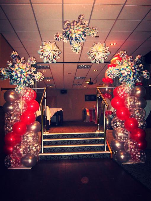 Christmas Column Arch