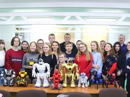 В рамках профориентационной работы в ЦМИТ прошла экскурсия для школьников.