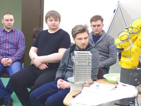Студенты ВоГУ побывали в лабораториях робототехники и аддитивных технологий в ЦМИТ.