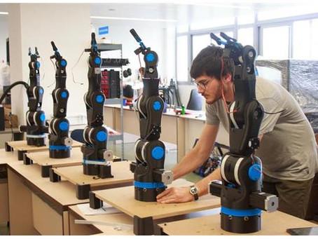 Студенты на базе ЦМИТ начали изготавливать партию роботов.