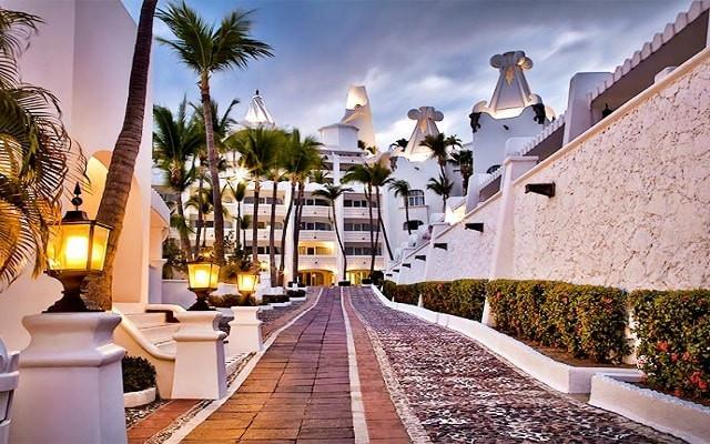 hotel-las-hadas-by-brisas-manzanillo-cie