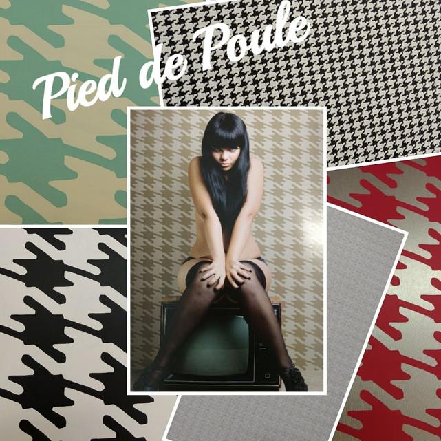 Pied de Poule: Vista suas paredes de Coco Chanel!