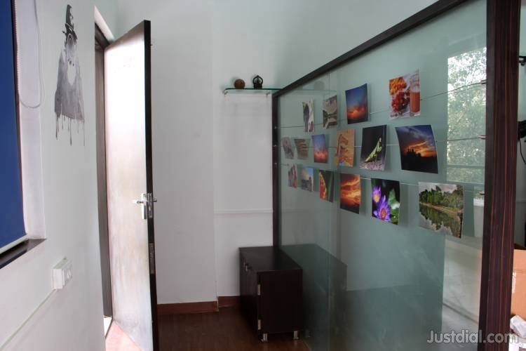 Entrance of studio -zoommantra
