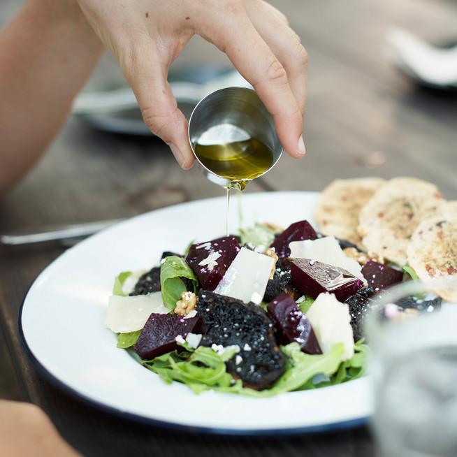 Салат с маринованной свеклой и рукколой
