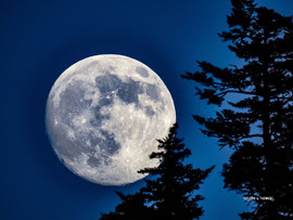 MoonOverDevilsCourthouse1.jpg