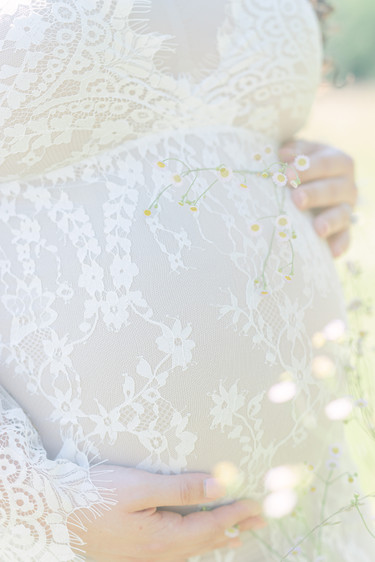 Lace baby bump