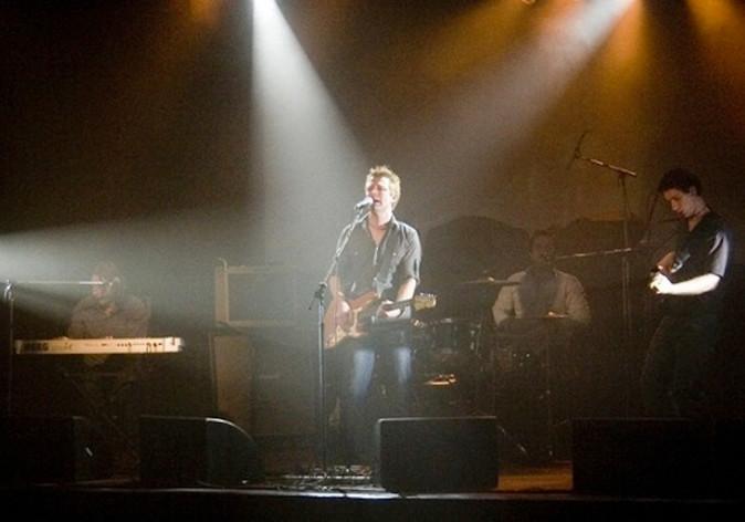 Andrew Wallace Band Singing at HiFiBar.jpg