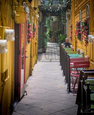 Alley café