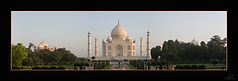 Taj Mahal Panorama1b.jpg