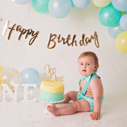 Teo`s Cake Smash | Family Photographer Essex