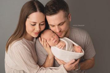 newborn photo session chafford hundred.j