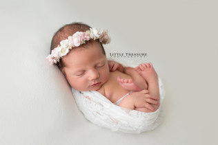 south ockendon newborn photographer.jpg