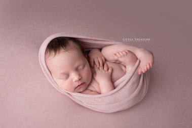 Kent Newborn Baby Photographer.jpg