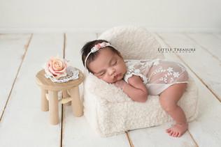 thurrock newborn photographer.jpg