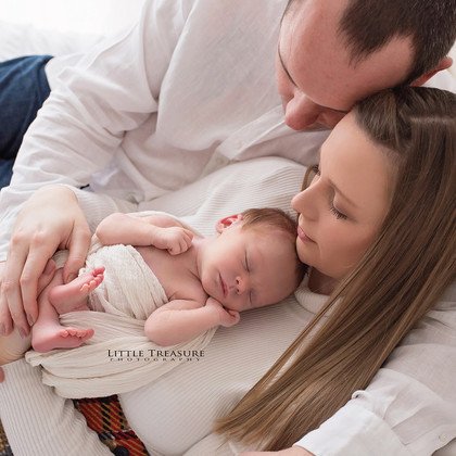 Natural Newborn Photo Session with baby Austen | Newborn Photographer Essex