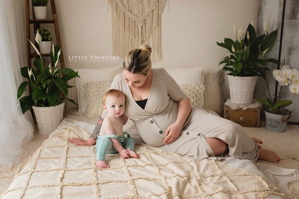 essex maternity photographer.jpg