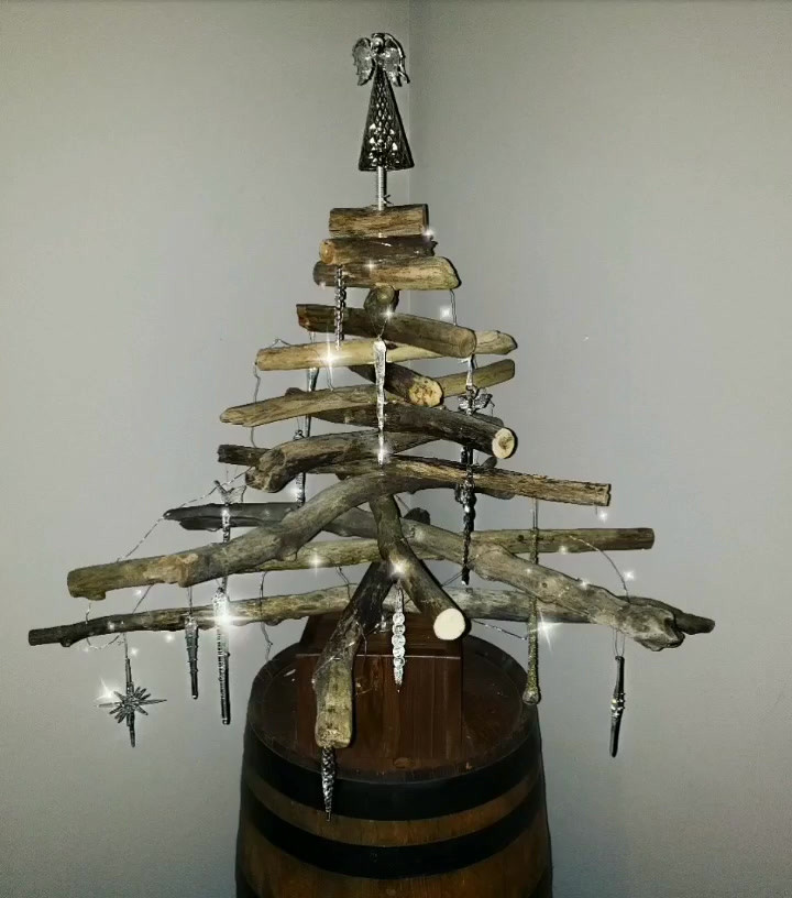 Sparkling Wooden Christmas Tree