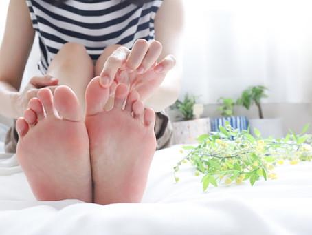 パンプスについた血の落とし方を解説|素材別の対処法と靴擦れを防ぐポイント