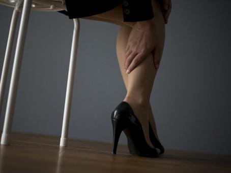 パンプスで爪が内出血してしまう!足を守る対処法や原因を解説