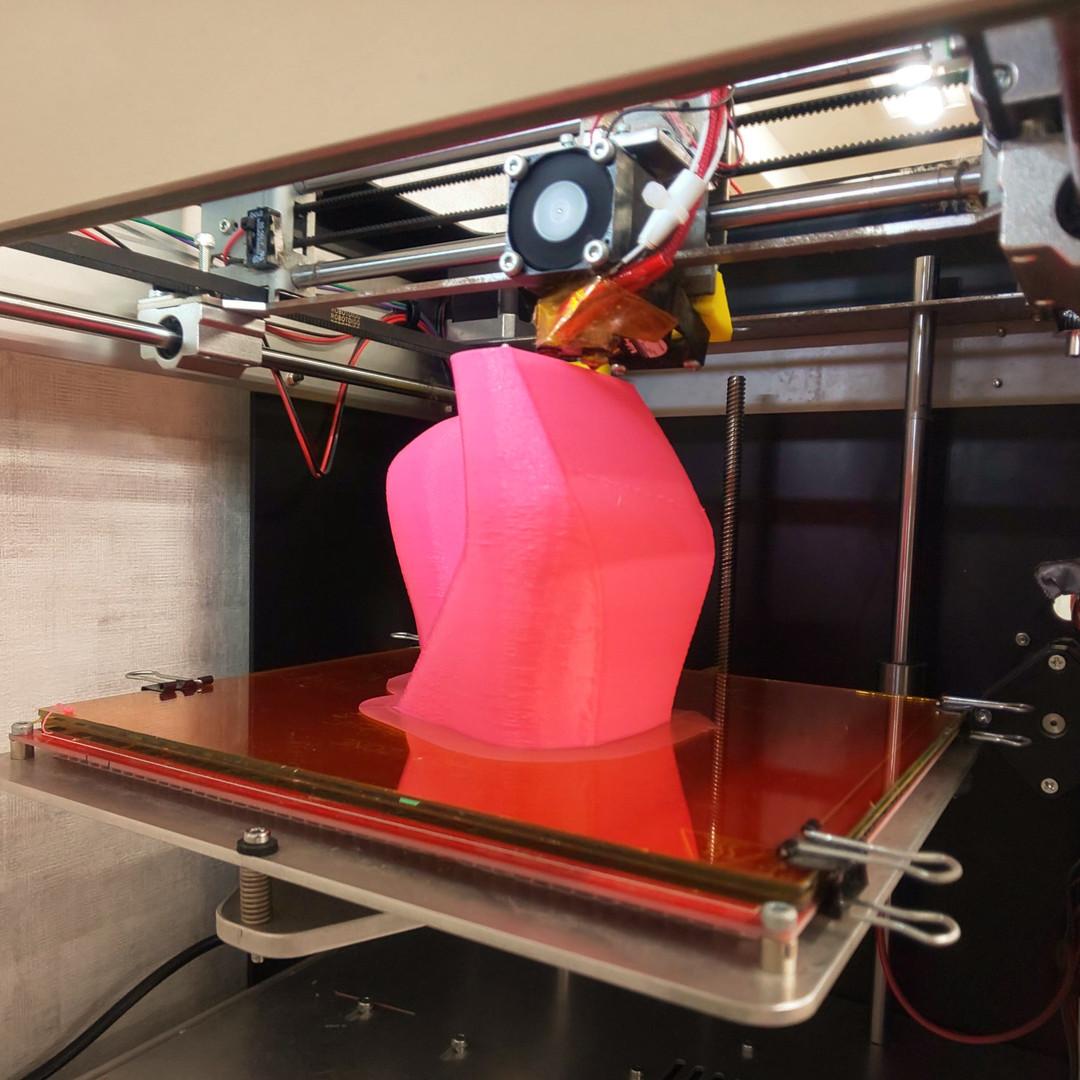 3Dプリンタでひとり一人の足に合わせた靴型を造ります