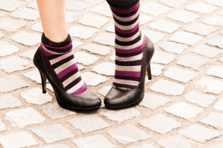 パンプス×靴下のコーディネートを楽しもう!初心者におすすめの組み合わせや注意点を紹介