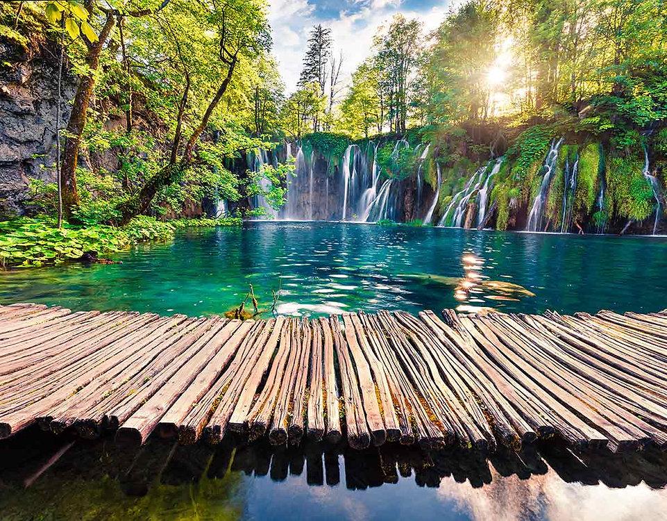 wooden-bridge-waterfall-and-plitvice-lak