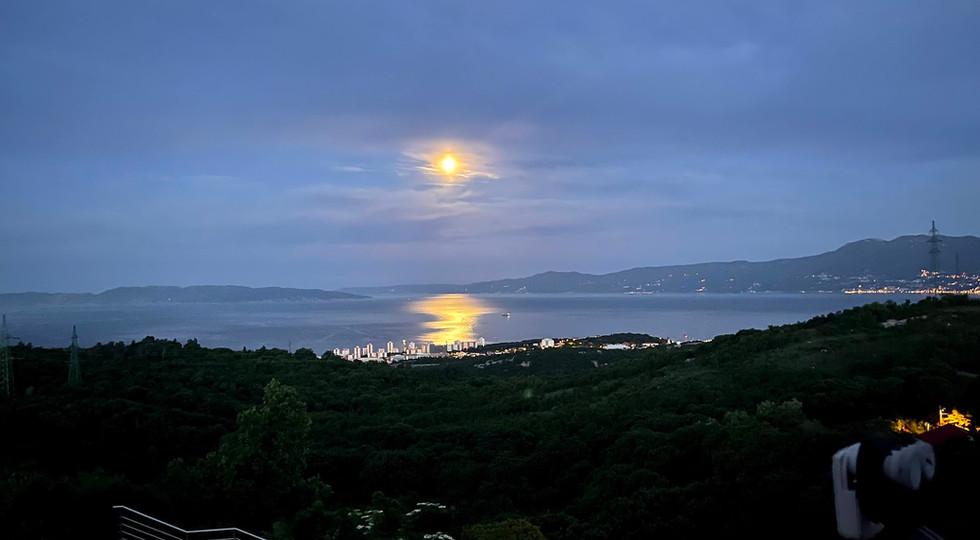 Terra Magica Deluxe Moon over  Rijeka Te
