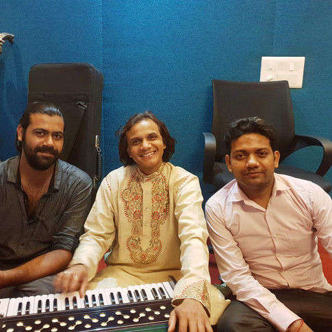 Ustad Athar Hussain Khan (Center) with Singer Siddhant Pruthi (left) and Mr Vikas Monu ji (right)