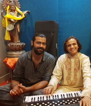 Ustad Athar Hussain Khan ji (right) with Singer Siddhant Pruthi (left)