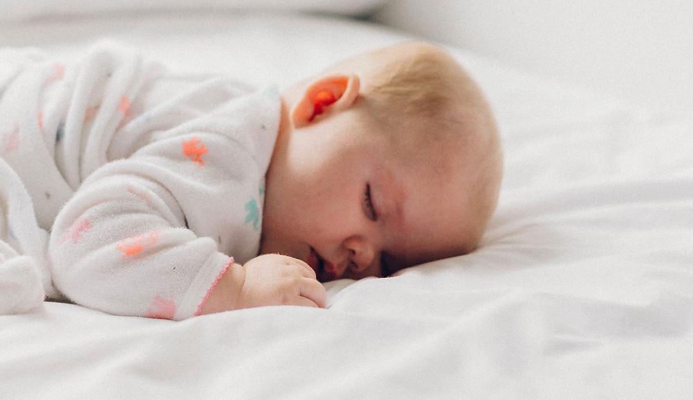ostéopathe à Paris pour le suivi des bébés avec tête plate
