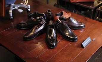 1足で万能!ビジネスからカジュアルまで幅広く使える革靴特集 | 42ND ROYAL HIGHLAND Navy Collection