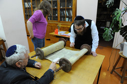 Photo 40 - Lenin Scientific Library - Sessler Discovers Name on Top Left Etz Cha