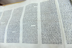 Photo 28 - Lenin Scientific Library - Torah Showing Markings On Each Panel Made