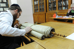 Photo 80 - Lenin Scientific Library - R. Koves Examines Another Torah (Another T