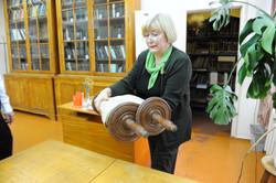 Photo 39 - Lenin Scientific Library - Guardian Brings Out Next Torah - YLK_6194.