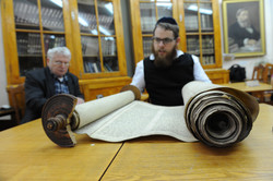 Photo 108 - Lenin Scientific Library - R. Koves Inspects Another Torah - YLK_655
