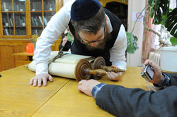 Photo 50 - Lenin Scientific Library - R. Koves Inspects Torah and Notices Differ