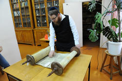 Photo 38 - Lenin Scientific Library - R. Koves Inspects Next Torah (This One Can