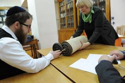 Photo 85 - Lenin Scientific Library - Guardian Bringing Another Torah - YLK_6447