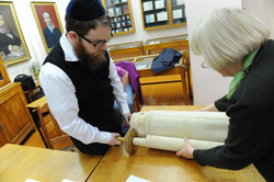 Photo 92 - Lenin Scientific Library - Guardian Gives R. Koves Next Torah for Ins