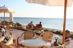 resizedimage200132-breakfast-beach-terra