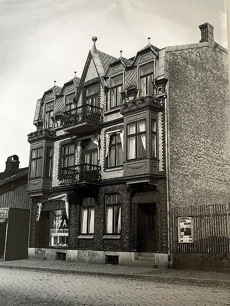 Läs om historian bakom ett av Varbergs charmigaste hus och hotell