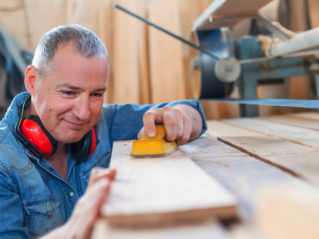 Advertising requirements when you don't hold a contractor licence