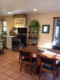 inviting farmhouse kitchen