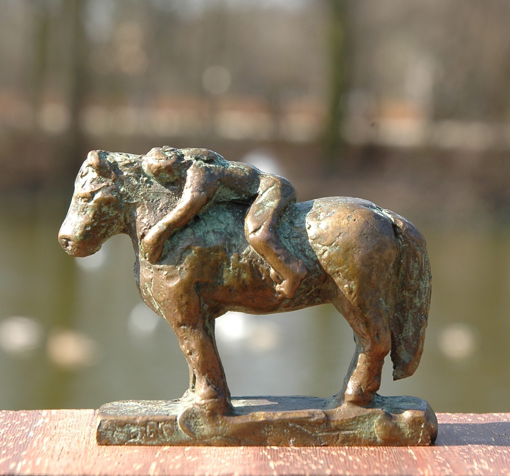bel op pony, min, links