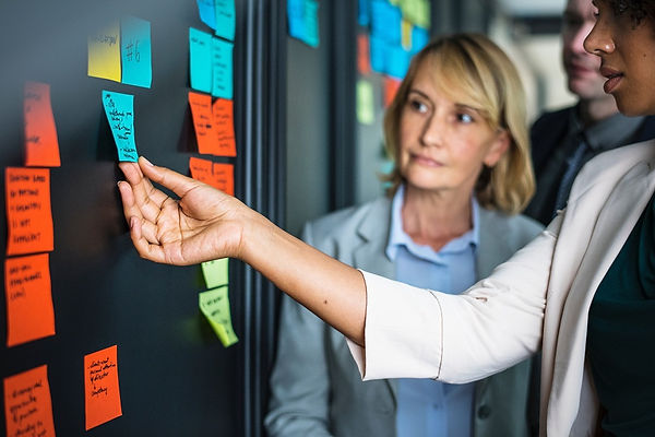 adult-brainstorming-businesspeople-15321