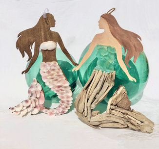 Wall mermaid figurine
