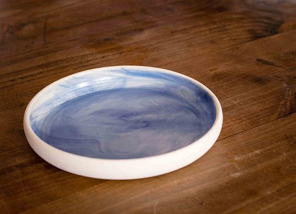 Plat Fondo de ceramica feta a mà amb colors blau i blanc de la mar