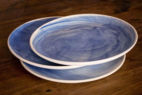 Plat Gran de ceramica feta a mà amb colors blau i blanc de la mar