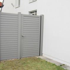 Alu-Sichtschutz-Wien_RAL 9007_mit Tür.JP